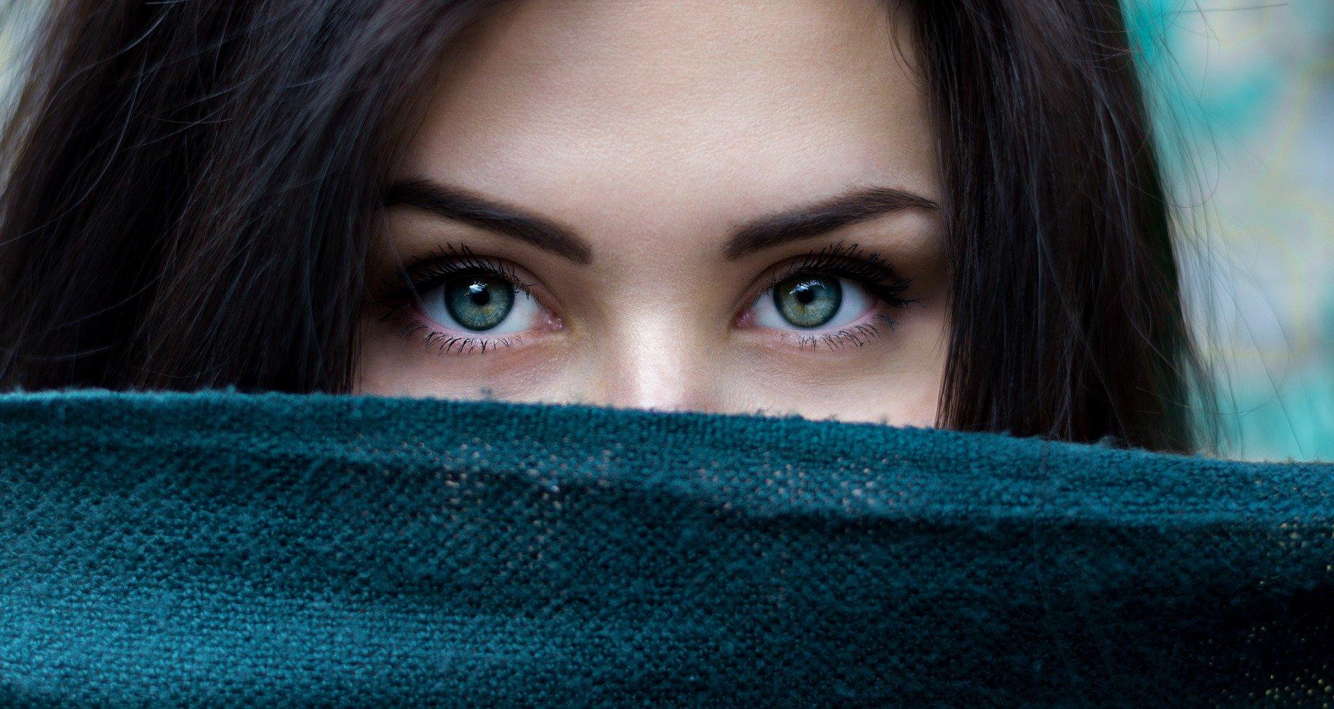 目の下のピクピク、それ「眼瞼ミオキミア」かも